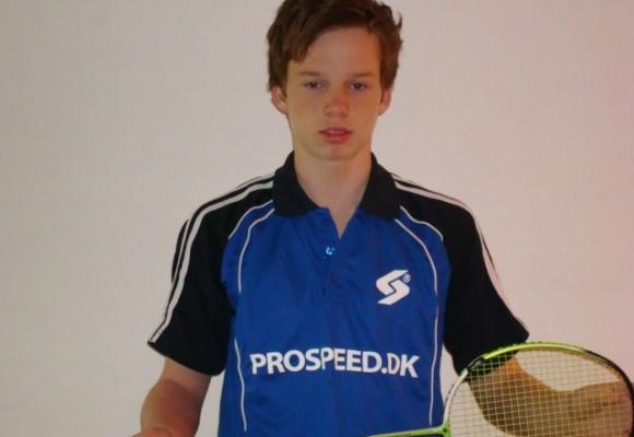 Hvordan vælger man den rigtige badmintonketcher?